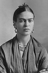 https://upload.wikimedia.org/wikipedia/commons/thumb/0/06/Frida_Kahlo%2C_by_Guillermo_Kahlo.jpg/160px-Frida_Kahlo%2C_by_Guillermo_Kahlo.jpg